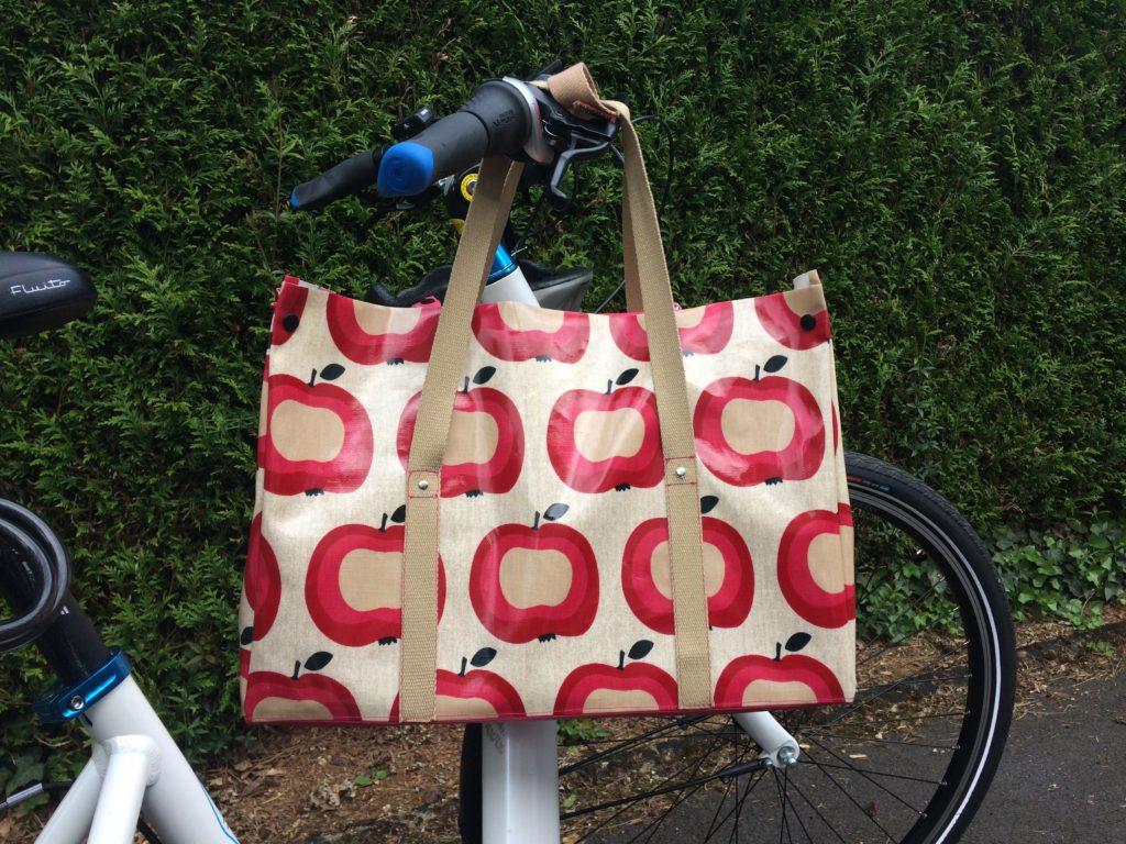 Cabas vélo pommes